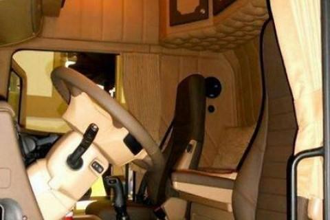 Camión tapizado a capitoné artesanal